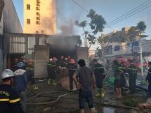 Đà Nẵng: Cháy lớn tại kho chứa thiết bị năng lượng mặt trời