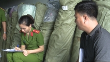 Đà Nẵng: Tịch thu hàng trăm cuộn vải in chữ nước ngoài không nhãn mác