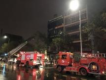 Đà Nẵng: Trời đang mưa to, cửa hàng nội thất vẫn bị bốc cháy ngùn ngụt