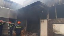 Đà Nẵng: Cháy khủng khiếp tại kho chứa gỗ pallet nằm cạnh công ty gas
