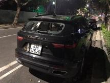 Đà Nẵng: Nam thanh niên bất ngờ đập xe ô tô Zotye Z8 trong đêm