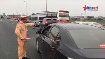 """Ùn tắc nhiều km: CSGT yêu cầu xả trạm, BOT Pháp Vân - Cầu Giẽ """"mặc kệ"""""""