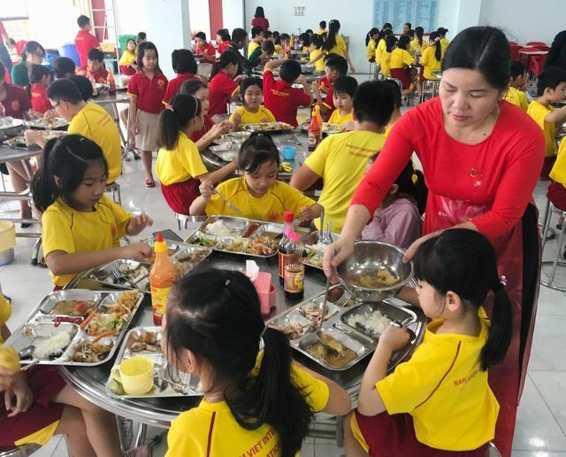 TPHCM: Có trường thưởng Tết giáo viên tới 150 triệu đồng - 1