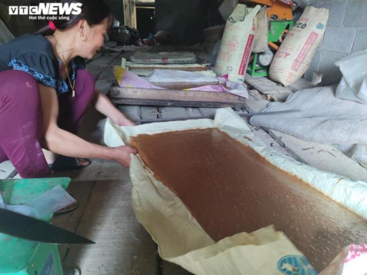 Theo chị Lâm, khó khăn nhất vẫn là đầu ra vì nghề làm đường phên ở đây chỉ là làm tự phát truyền thống, không có thương hiệu hay quảng bá nhiều.