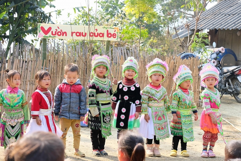 Mang đông ấm yêu thương tới các em nhỏ Cao Bằng