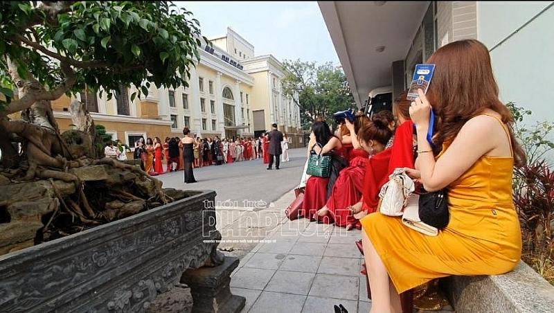 """Sự kiện thảm đỏ chương trình """"Khơi nguồn vẻ đẹp Việt""""   Trò lố vinh danh các giá trị ảo"""