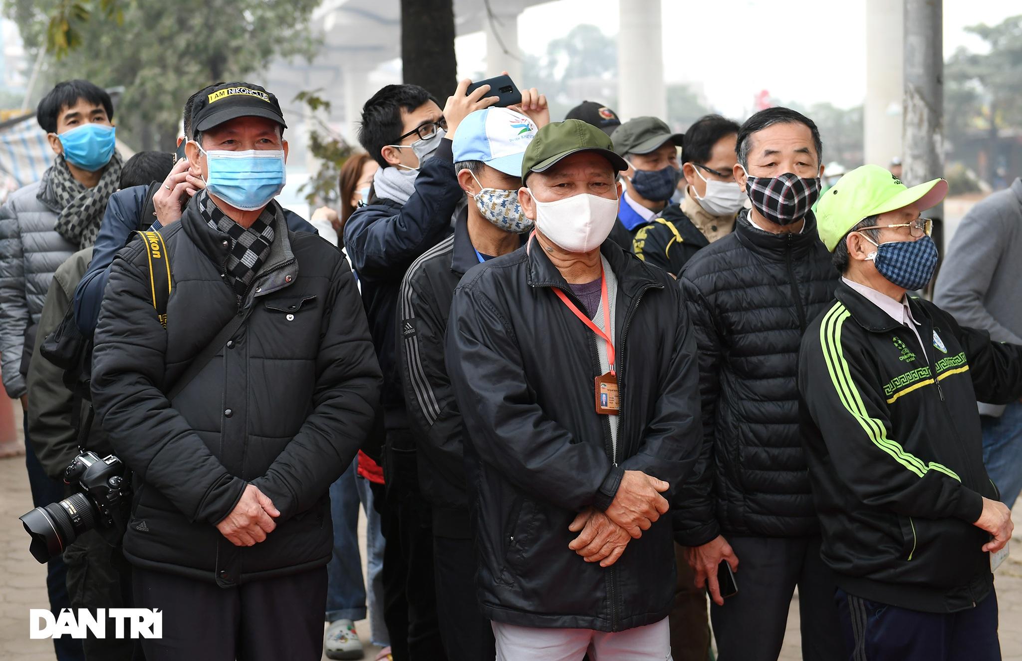 Người dân phấn khởi tham quan đoàn tàu tuyến Metro Nhổn - ga Hà Nội - 1