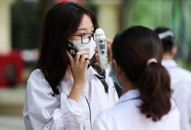 Hà Nội: Trường THPT Phan Đình Phùng nghỉ học khẩn cấp vì ca F1 - 1