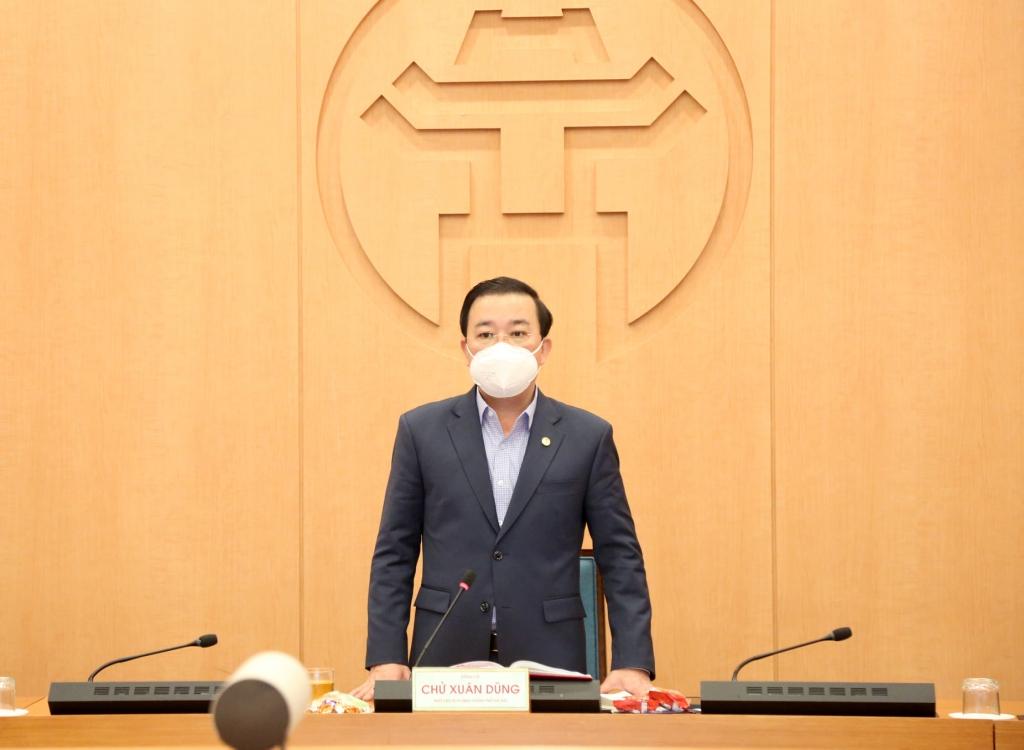 Phó Chủ tịch UBND TP Hà Nội Chử Xuân Dũng phát biểu tại cuộc họp
