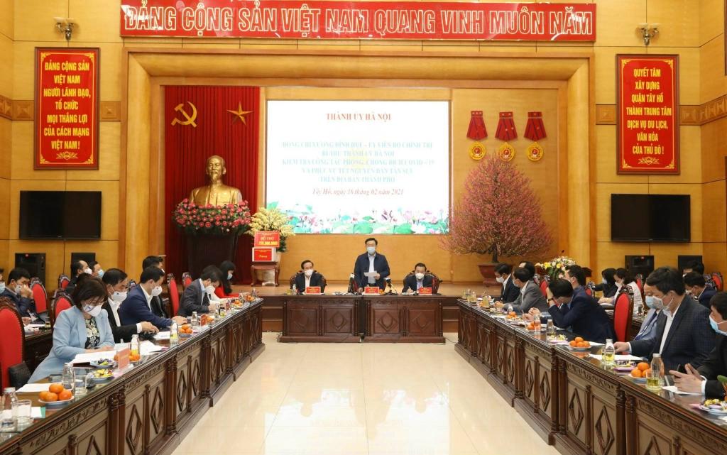 Bí thư Thành ủy Hà Nội Vương Đình Huệ phát biểu tại buổi làm việc