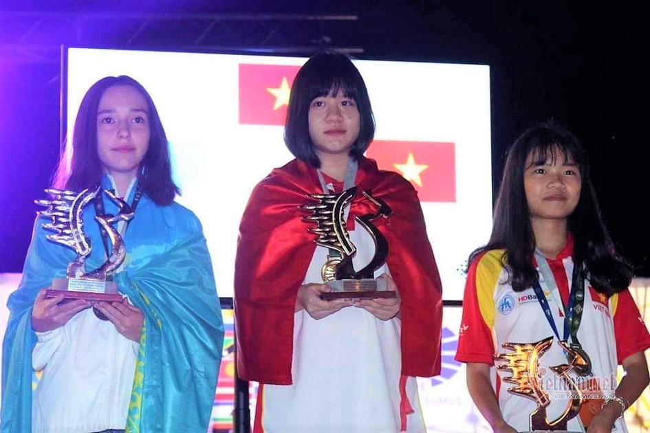 Đường đi học 200km của nữ sinh lớp 10 vô địch cờ vua thế giới