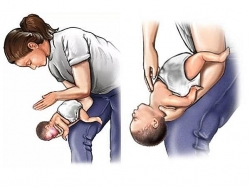 Trẻ ở nhà không đến trường, cha mẹ cảnh giác tai nạn dị vật đường thở
