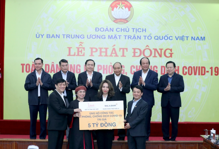 bac a bank ung ho 5 ty dong gop suc day lui dich covid 19