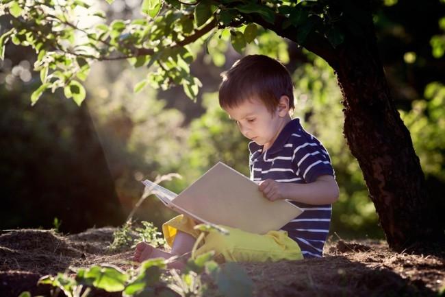 Việc để trẻ tiếp xúc với tự nhiên thông qua 5 giác quan vô cùng quan trọng