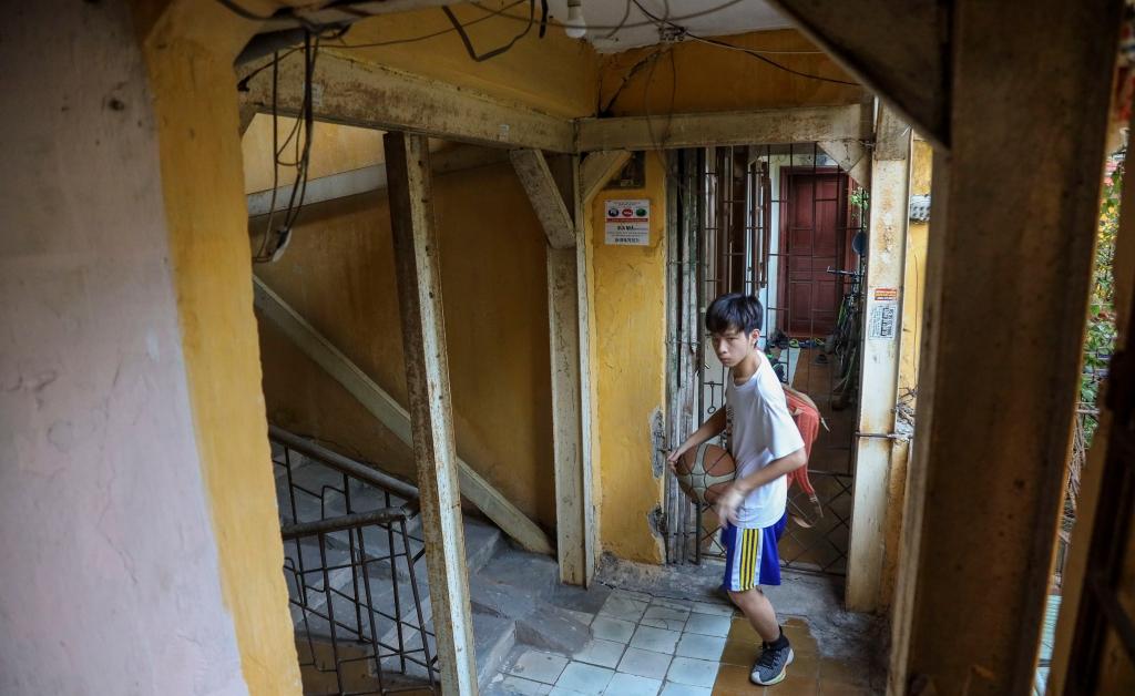 """Bài 2: Cải tạo chung cư cũ vì sao vẫn """"giậm chân tại chỗ""""?"""
