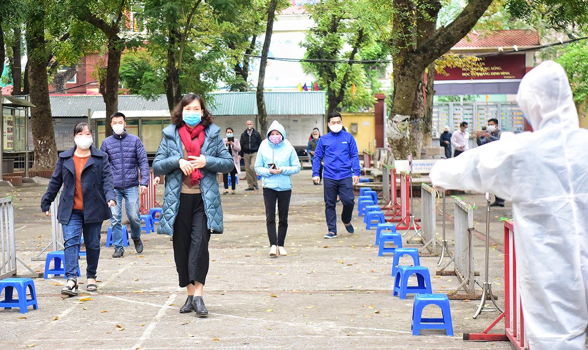Hà Nội: 3 người dương tính qua test nhanh không nhiễm nCoV