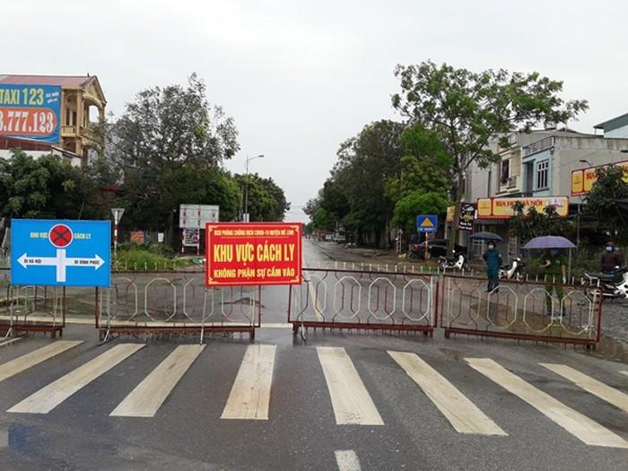 Cấm đường, phân luồng tổ chức giao thông trên đường 23 phục vụ cách ly thôn Hạ Lôi