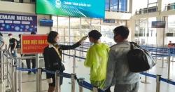 Tăng cường giám sát khách đeo khẩu trang ở sân bay