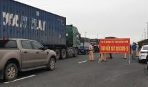 Nhiều người và xe phải quay đầu tại các cửa ngõ vào Quảng Ninh
