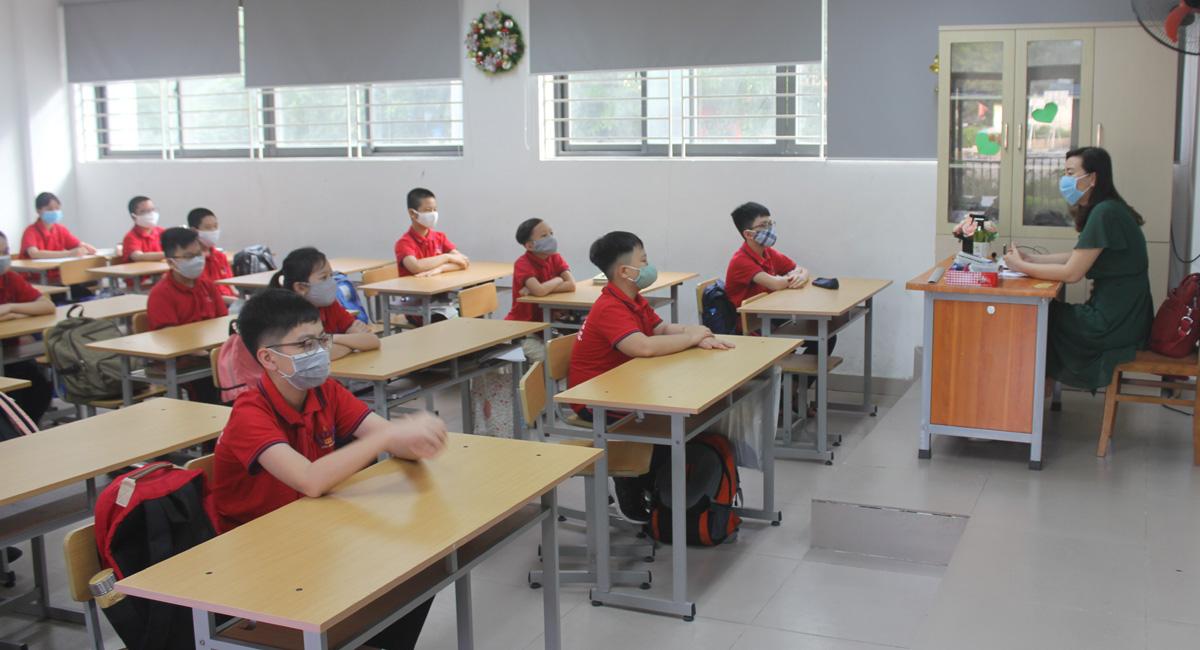 700.000 học sinh Hà Nội hân hoan trở lại trường sau 3 tháng nghỉ phòng dịch Covid-19