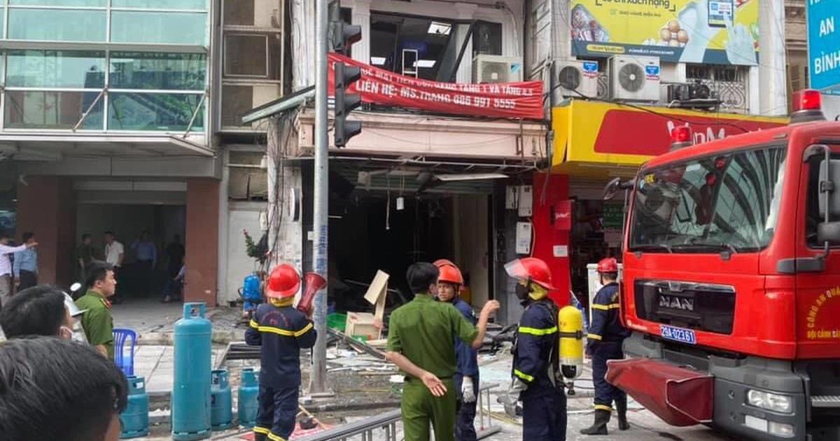 Hà Nội: Bình gas nhà hàng gà rán phát nổ, 5 người bị thương