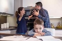 Xử lý khi bố mẹ bất đồng trong dạy con