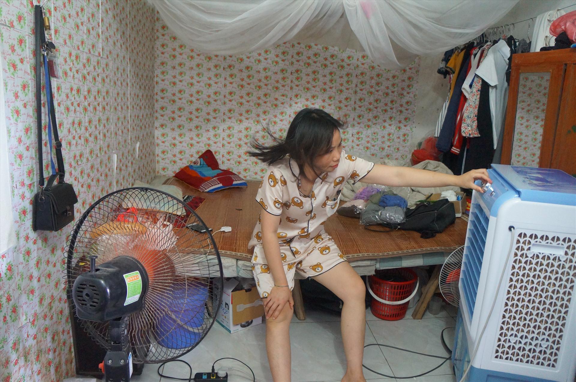 cong nhan chat vat chong choi voi nang nong