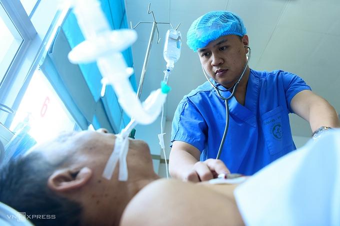 Lãnh đạo Bạch Mai: 'Bệnh nhân không phải con gà béo để bóc lột'