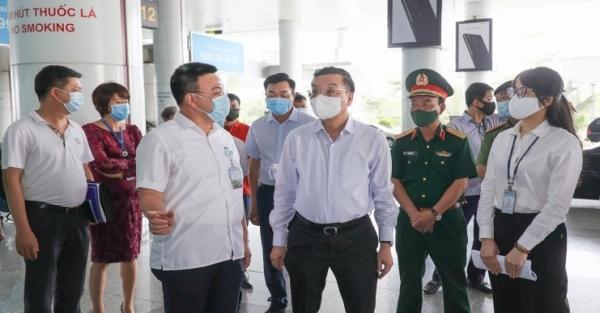 Kiểm tra dịch tại sân bay, bến xe, Chủ tịch UBND TP Hà Nội yêu cầu quyết liệt, tuyệt đối không lơ là, chủ quan