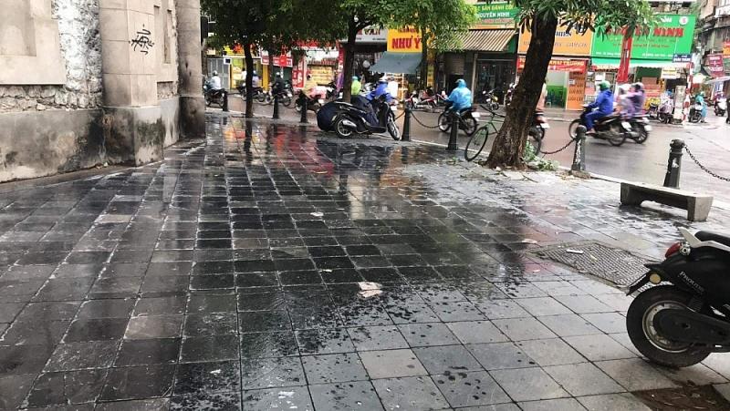 Hà Nội: Trà đá, hàng quán vỉa hè lén mở bất chấp lệnh cấm