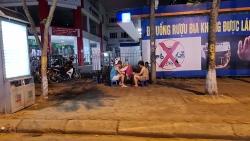 Hà Nội: Một số hàng trà đá, quán vỉa hè lén mở bất chấp lệnh cấm