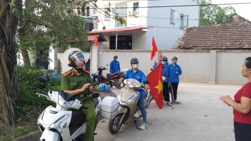 Tuổi trẻ huyện Phúc Thọ phối hợp với các lực lượng đẩy mạnh tuyên truyền phòng, chống dịch
