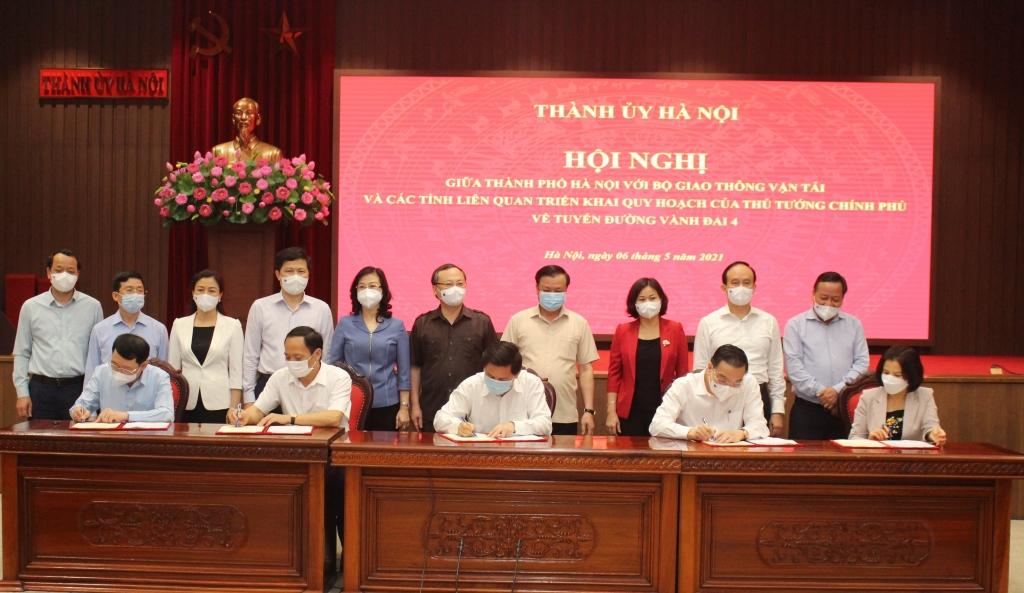 Lãnh đạo Bộ GTVT, TP Hà Nội và các tỉnh ký biên bản hợp tác