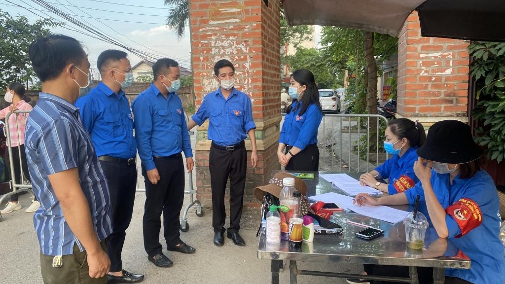 Đồng chí Chu Hồng Minh, Bí thư Thành đoàn Hà Nội động viên thanh niên tình nguyện