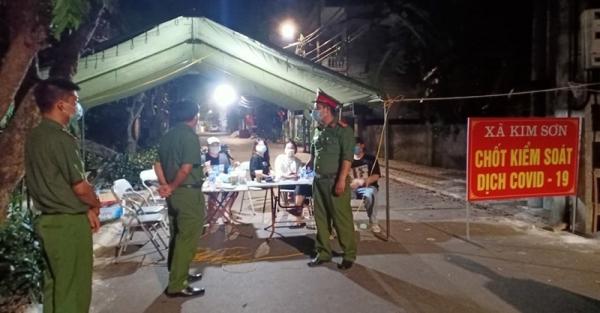 """Công an huyện Gia Lâm ngày đêm nỗ lực ở """"điểm nóng"""" dập dịch Covid-19"""