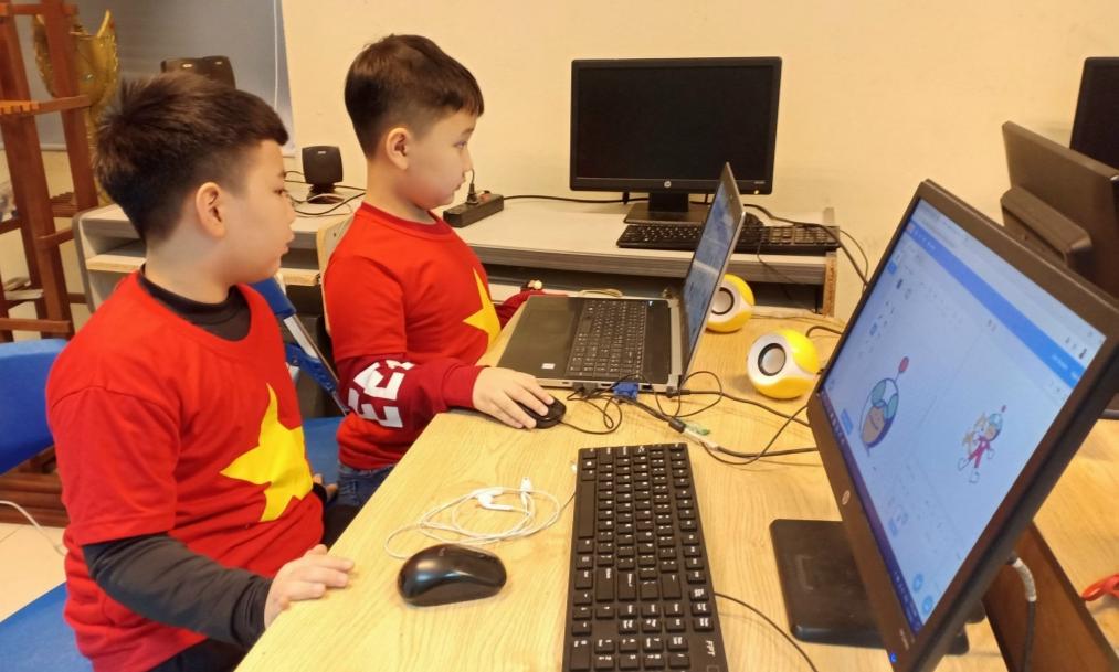 Đội viên thiếu nhi Thủ đô tham gia thi tài năng khoa học công nghệ trên đấu trường quốc tế