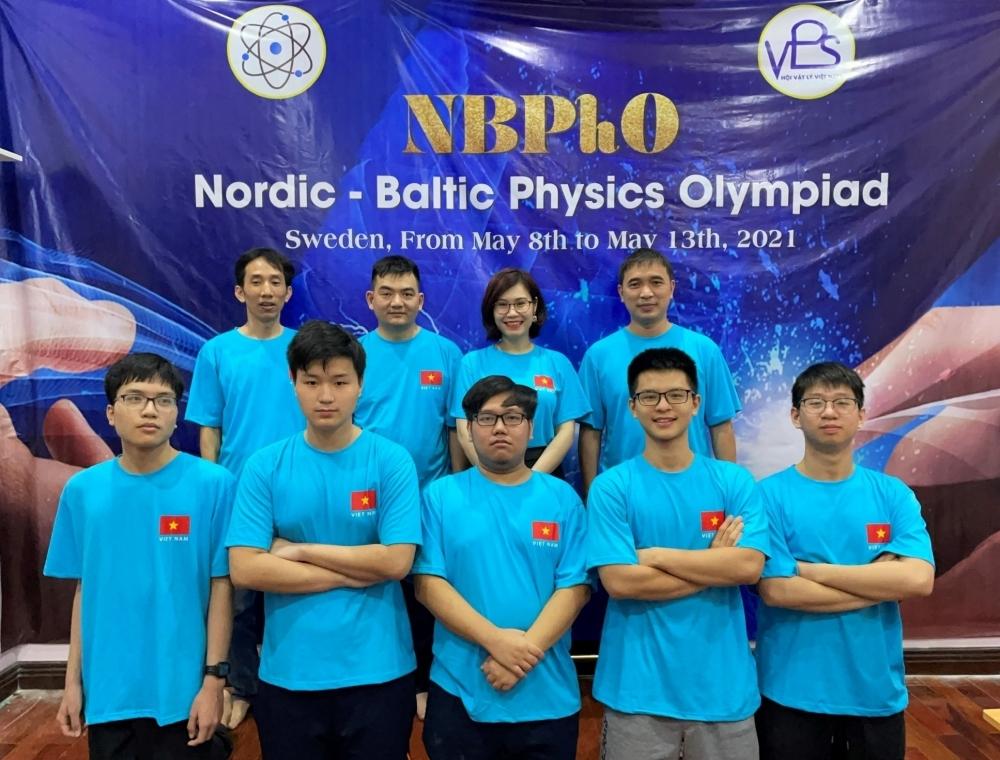 Đoàn học sinh Hà Nội tham dự kỳ thi Olympic Vật lý Bắc Âu - Baltic năm 2021.