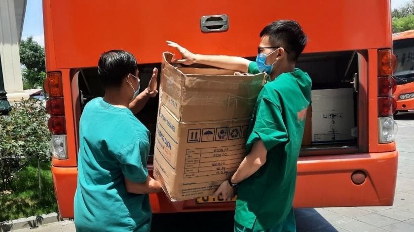 200 y bác sĩ Quảng Ninh đến KCN Quang Châu - Bắc Giang lấy mẫu xét nghiệm Covid-19