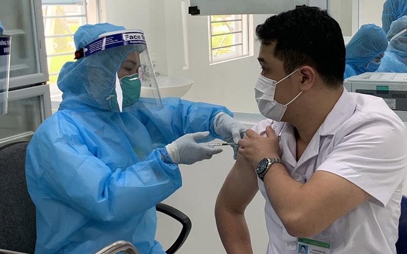 Thủ tướng yêu cầu kiên quyết thực hiện có hiệu quả chiến lược vaccine