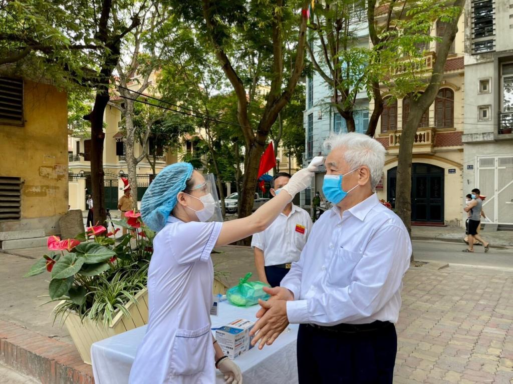Cử tri Nguyễn Văn Thịnh chấp hành nghiêm các quy định phòng, chống dịch
