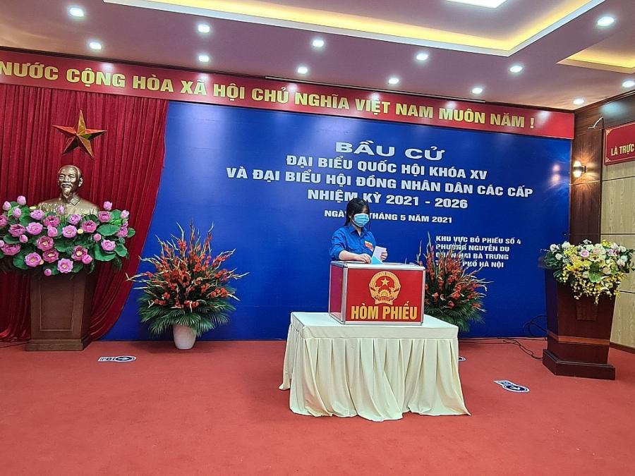 Cử tri trẻ bỏ phiếu số 4, phường Nguyễn Du