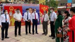 Chủ tịch HĐND TP Hà Nội cùng cử tri đi bầu cử, thực hiện quyền công dân tại phường Trung Tự