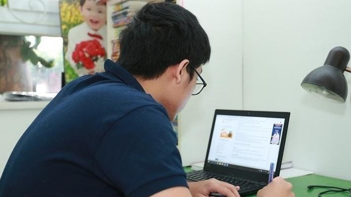100.000 học sinh lớp 12 ở Hà Nội làm bài khảo sát trực tuyến