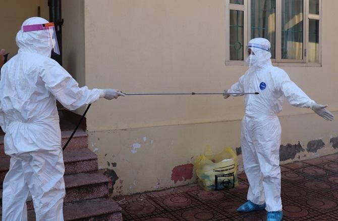 Đoàn công tác y tế Hà Nội lưu ý các cán bộ tham gia lấy mẫu cần đảm bảo an toàn sinh học, tránh lây nhiễm chéo.