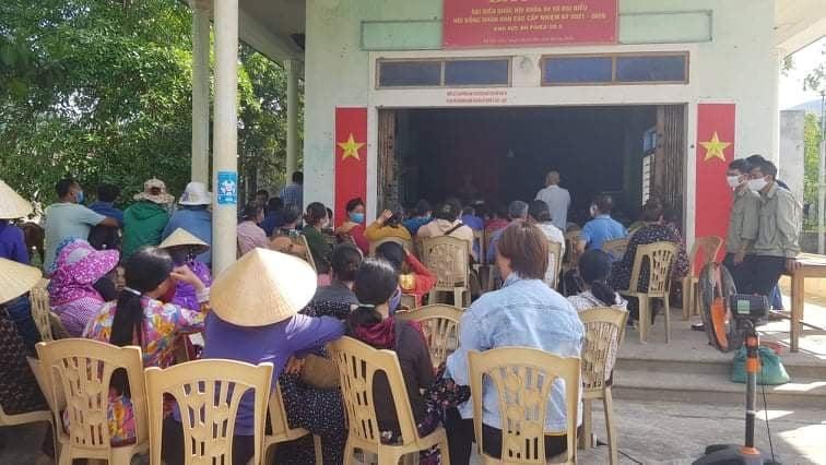 Người dân bức xúc tại buổi đối thoại với Nhà máy xi măng Sông Gianh