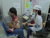 Sốc phản vệ sau tiêm ComBE Five, 2 em bé ở Sài Gòn được cứu kịp thời