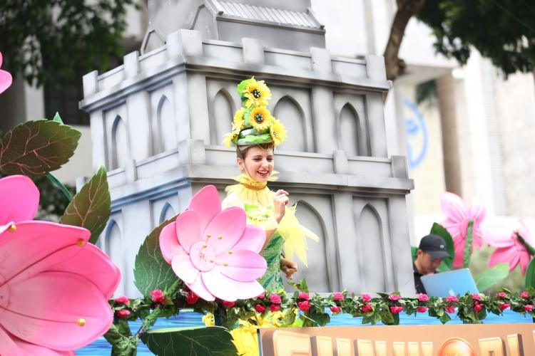 Rực rỡ sắc màu văn hóa thế giới bên Hồ Gươm trong Carnaval đường phố