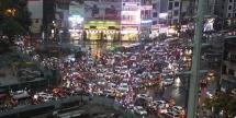 Ảnh: Đường Hà Nội ngập sâu, ùn tắc khủng khiếp sau cơn mưa lớn giờ tan tầm
