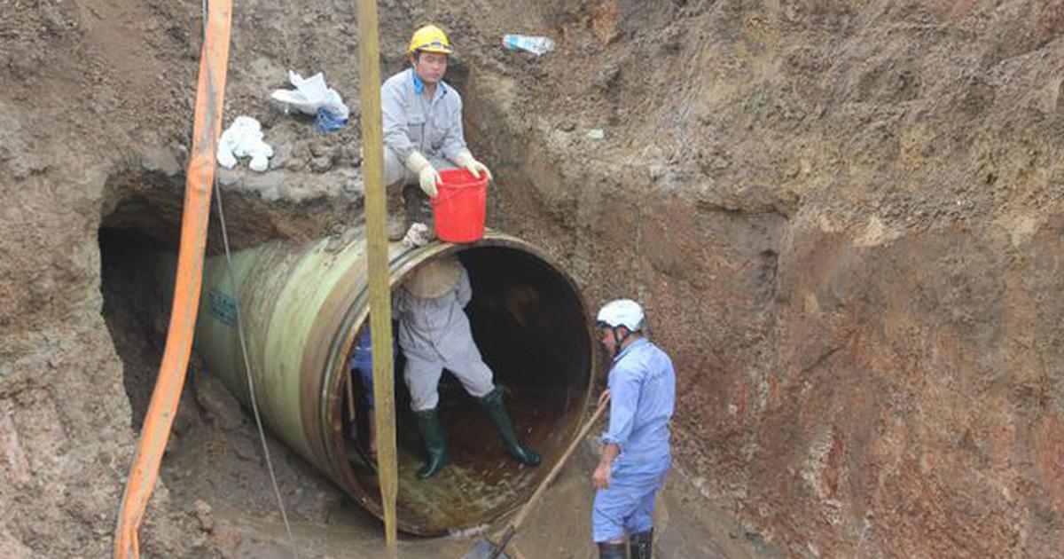 Lại vỡ đường ống nước sạch sông Đà giữa ngày nắng nóng gay gắt