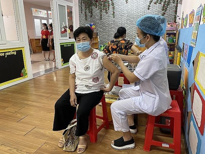 Hà Nội: Thí điểm tiêm chủng vắc xin Covid-19 lưu động tại quận Cầu Giấy